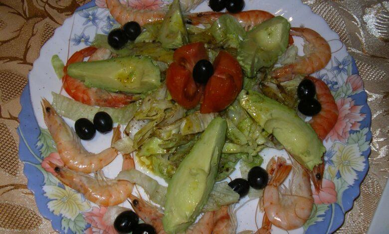 Ensalada de verduras con camarones y aguacate 1