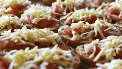 Pan de tomate, mozzarella y queso al horno 4