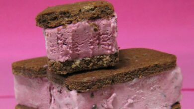 Sándwich de helado de frutas del bosque y leche condensada 7