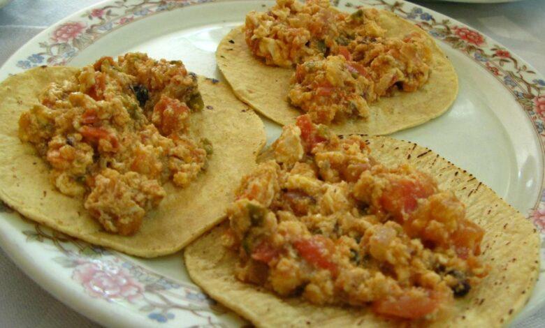 Sartenada de huevos con verduras y salsa de queso 1