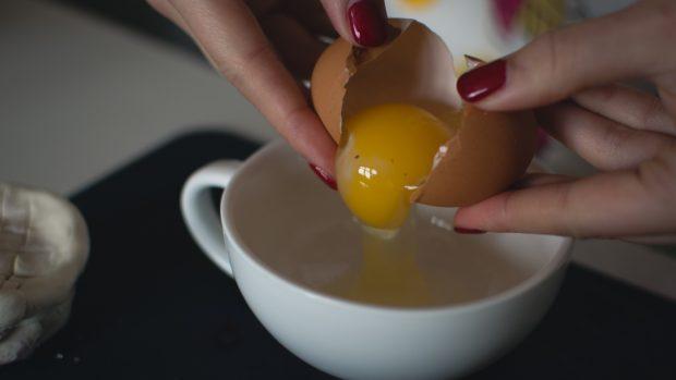Bizcocho de claras de huevo, receta sana y fácil de preparar