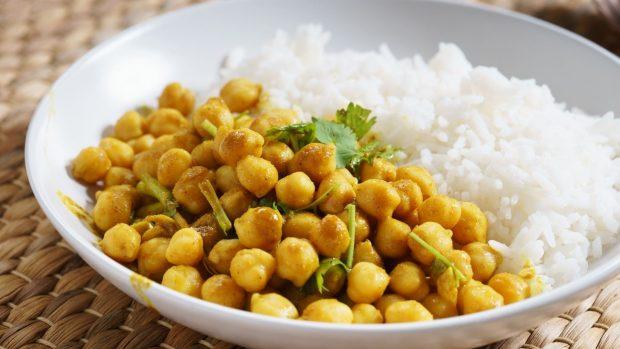 Garbanzos con cordero al curry, una receta de Karlos Arguiñano 2
