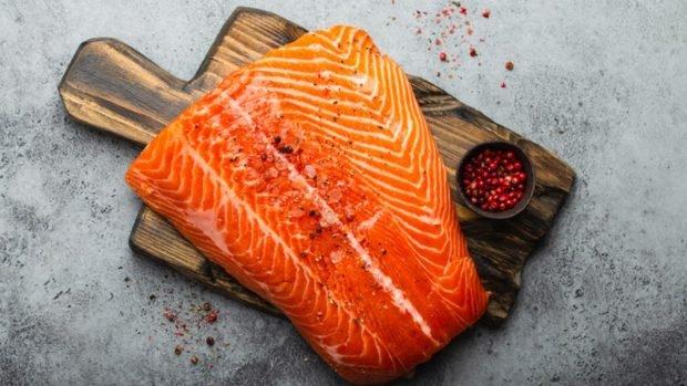 Sushi rápido con queso para untar y salmón ahumado, receta de verano