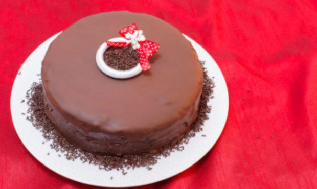 Tarta sacher al microondas, receta para amantes del chocolate lista en 10 minutos 2