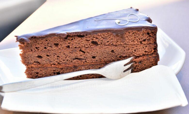 Tarta sacher al microondas, receta para amantes del chocolate lista en 10 minutos 1