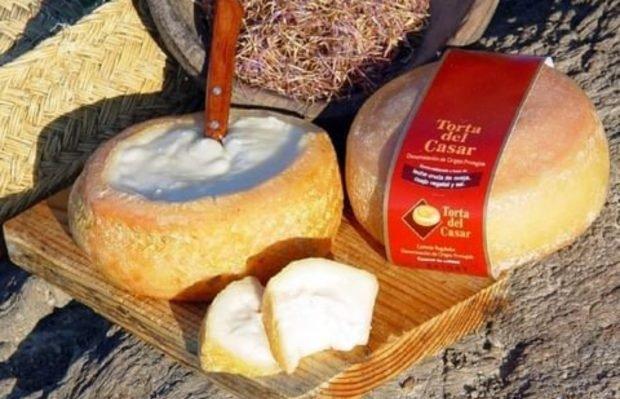 Las mejores tapas con torta del Casar para celebrar el día de Extremadura 3