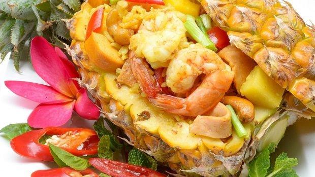 Ensalada de arroz con gambas, piña y curry, una receta muy tropical 2