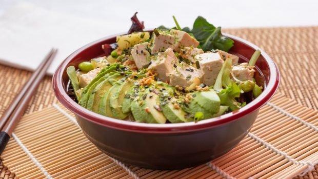 Poke bowl de tofu, una receta hawaiana para vegetarianos 2