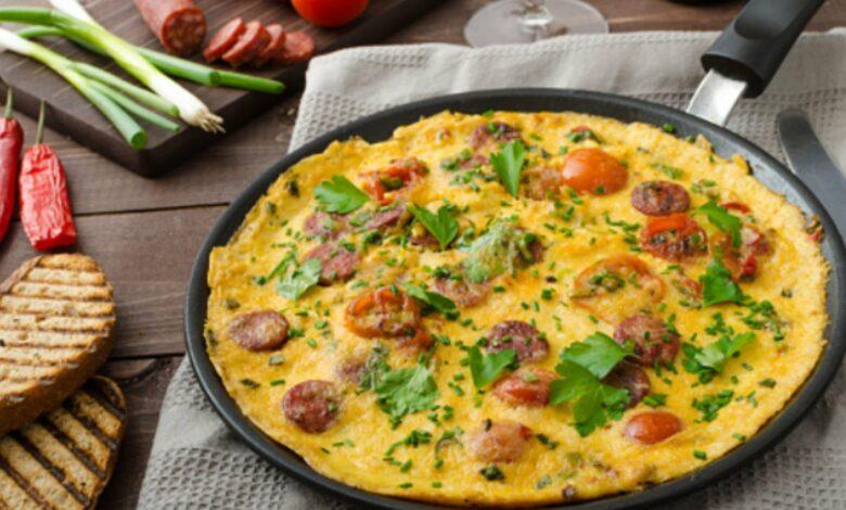 Tortilla de patatas, chorizo y pimientos verdes 1
