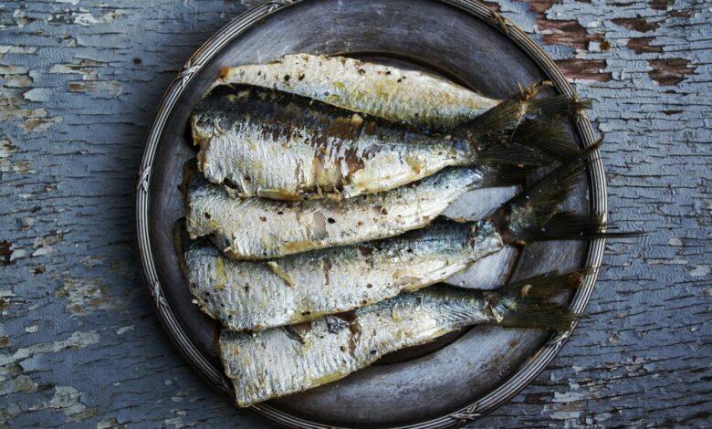 Sardinas asadas con ajo y perejil al microondas, receta rápida y saludable 1